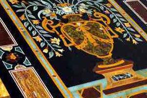 Arte Decorativa di Fiordelisi Simone: Alcuni esempi di tavoli di marmo e altri oggetti decorati a mano in mosaico o in scagliola del laboratorio artigiano Arte Decorativa, Firenze - Laboratorio artigiano di tavoli e oggetti di marmo intarsiati e decorati a mano con mosaico o scagliola, Firenze